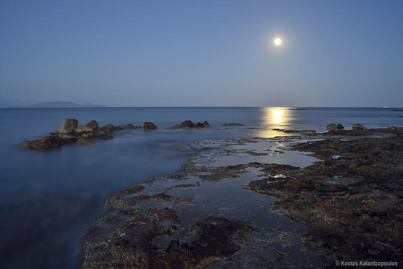 Sea moon